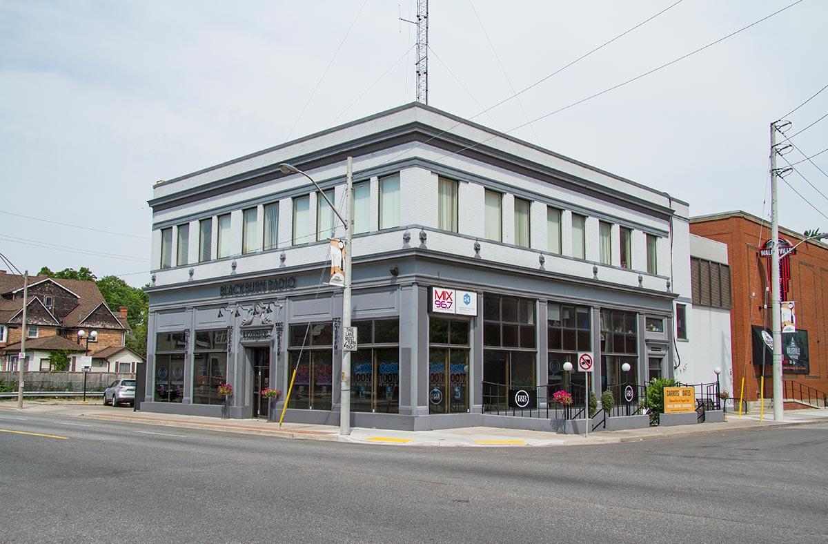 2090-Wyandotte-Street-East-2